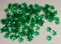 Bloemen pailletten 303 groen transparant met puntig blad